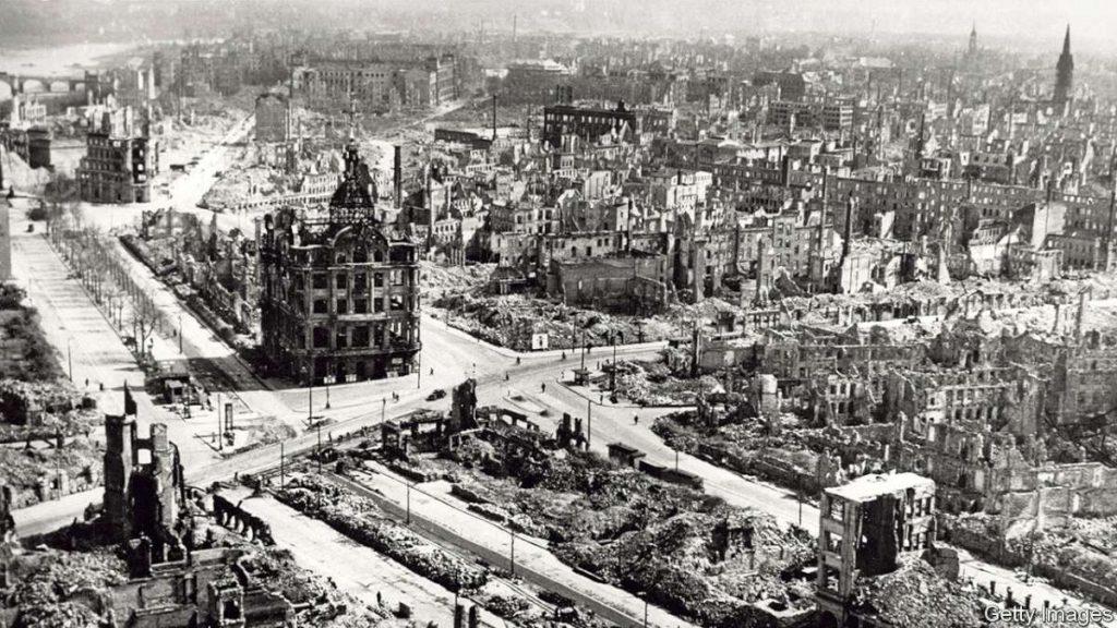 Дрезден по бомбардирањето од февруари 1945 година